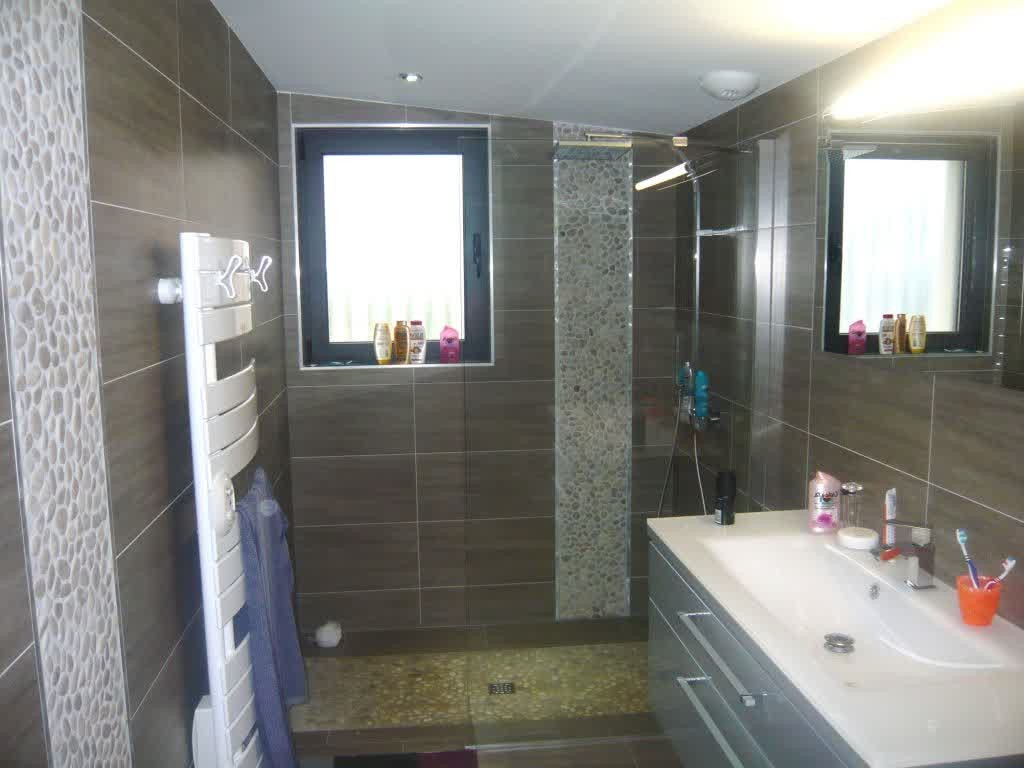Exemple de salle de bain de 5m2 maison design for Bathroom design 5m2