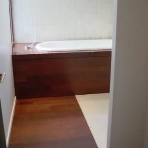 parquet stratifi salle de bain hydrofuge salle de bain id es de d coration de maison. Black Bedroom Furniture Sets. Home Design Ideas