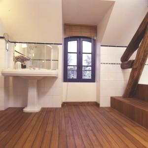 parquet teck salle de bain entretien salle de bain. Black Bedroom Furniture Sets. Home Design Ideas