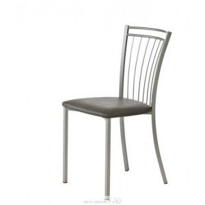 chaise de cuisine blanche chaise blanche et chaises de cuisine en bois photo chaise blanche. Black Bedroom Furniture Sets. Home Design Ideas