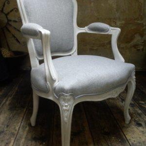 chaise percee louis 14 chaise id es de d coration de maison rjnyojpdan. Black Bedroom Furniture Sets. Home Design Ideas