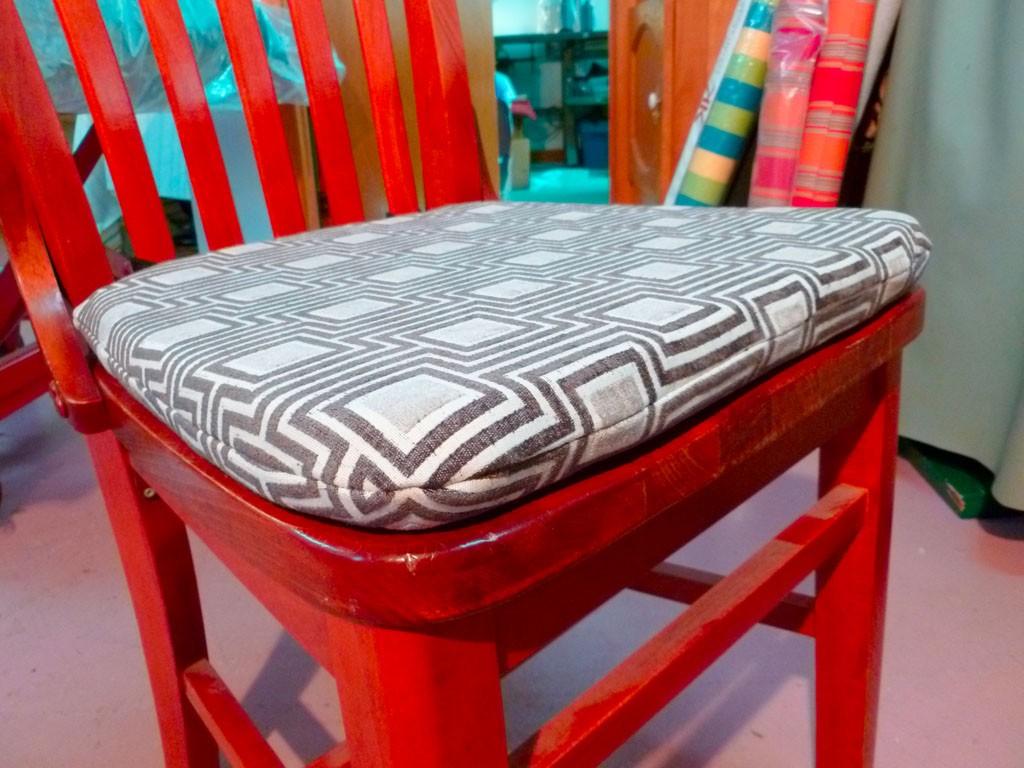 coussin chaise sur mesure chaise id es de d coration. Black Bedroom Furniture Sets. Home Design Ideas