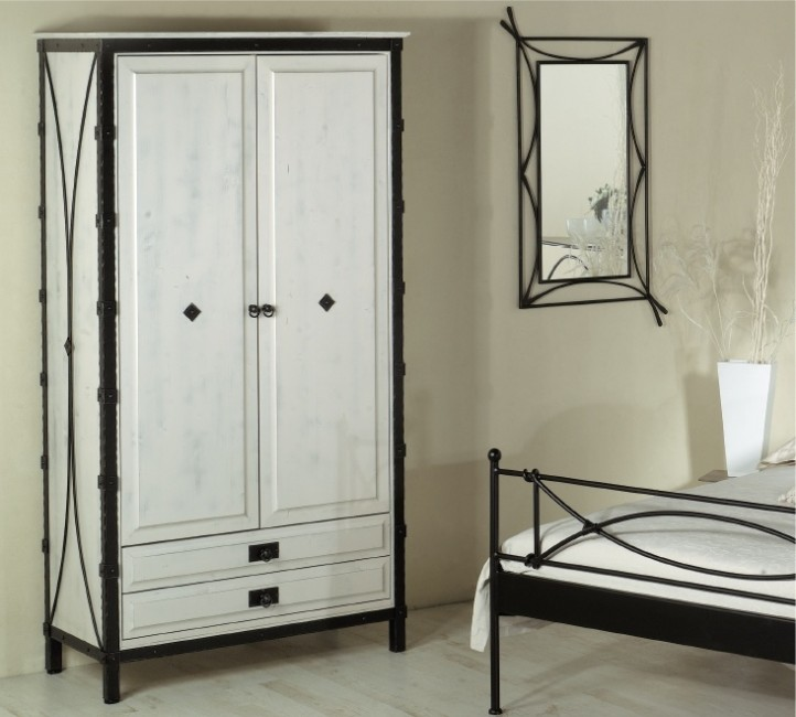 armoire en fer forge armoire id es de d coration de maison 6kdanlzbvm. Black Bedroom Furniture Sets. Home Design Ideas