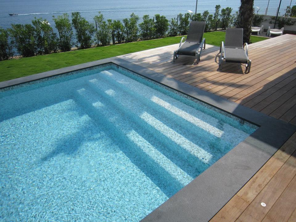 Carrelage pate de verre piscine carrelage id es de for Carrelage de piscine