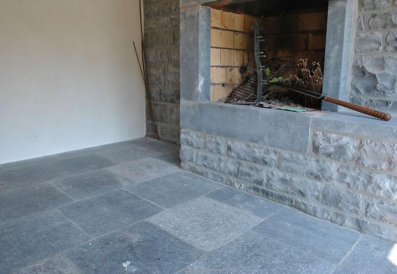 carrelage pierre bleue interieur carrelage id es de d coration de maison 56lgppwd30. Black Bedroom Furniture Sets. Home Design Ideas