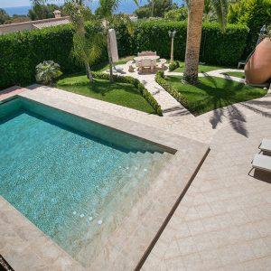 Carrelage exterieur antiderapant piscine carrelage for Carrelage piscine antiderapant