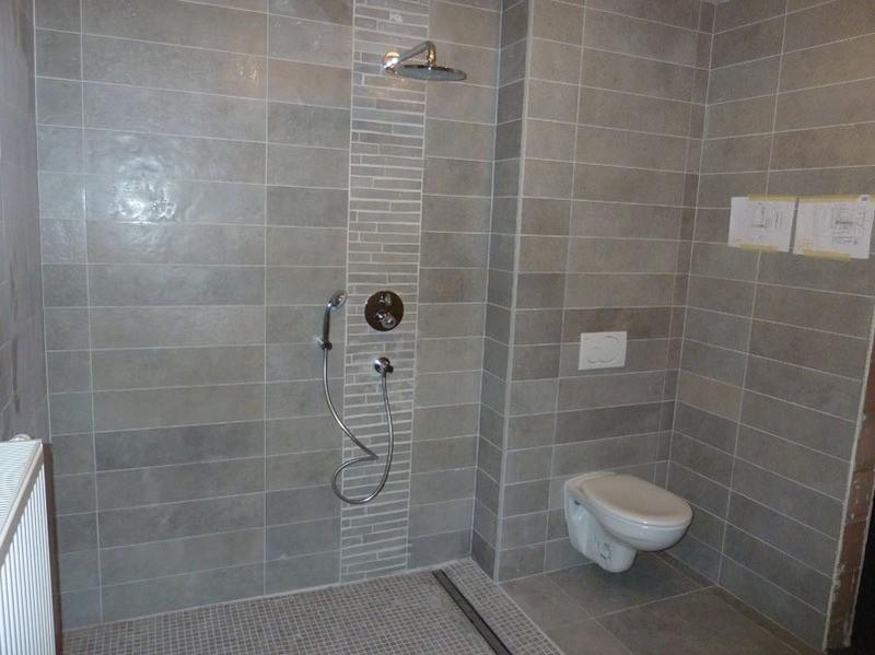 Modele de pose carrelage salle de bain carrelage id es - Pose de salle de bain ...