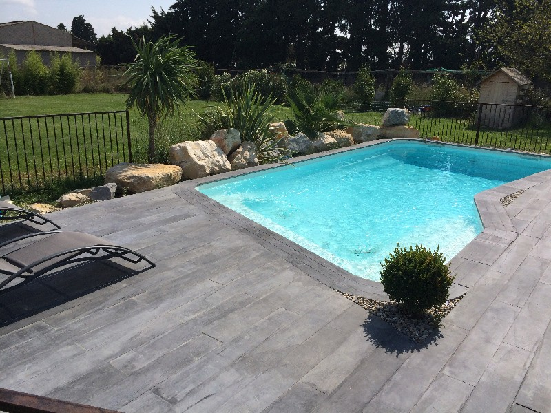 Awesome bienaim plage piscine carrelage imitation bois for Piscine bois tarn