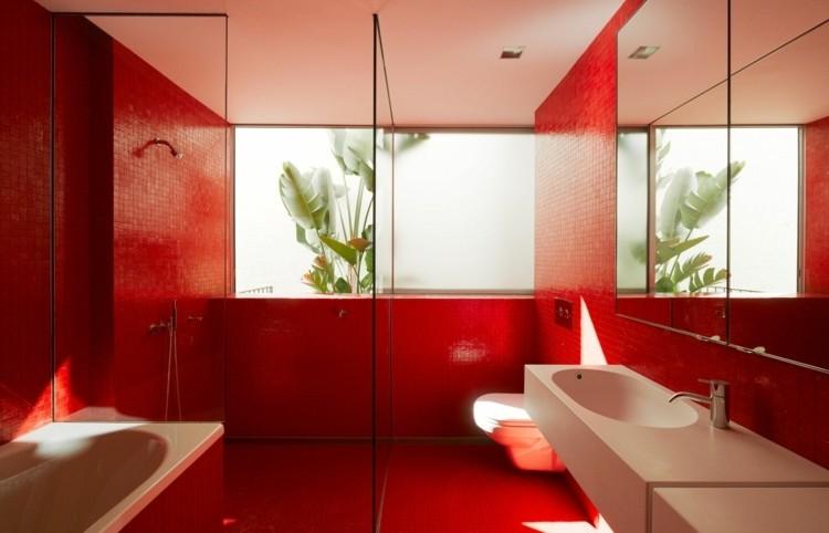 Salle de bain avec carrelage rouge carrelage id es de for Deco salle de bain rouge