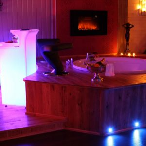Chambre de charme avec jacuzzi paris chambre id es de - Chambre de charme avec jacuzzi privatif ...