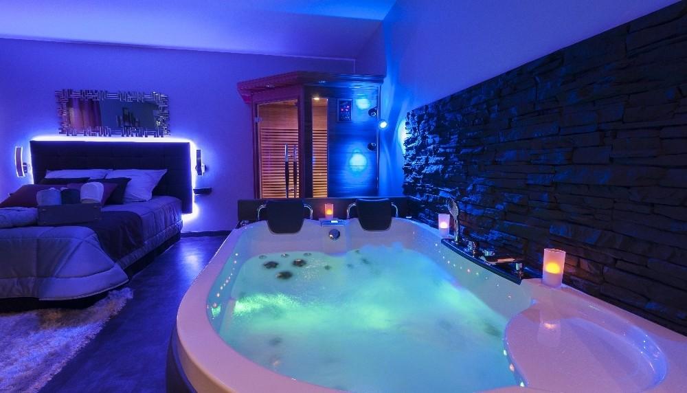 chambre de charme avec jacuzzi paca chambre id es de d coration de maison p7nlawalx1. Black Bedroom Furniture Sets. Home Design Ideas