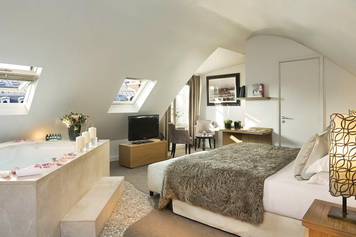 chambre de charme avec jacuzzi privatif herault chambre id es de d coration de maison. Black Bedroom Furniture Sets. Home Design Ideas