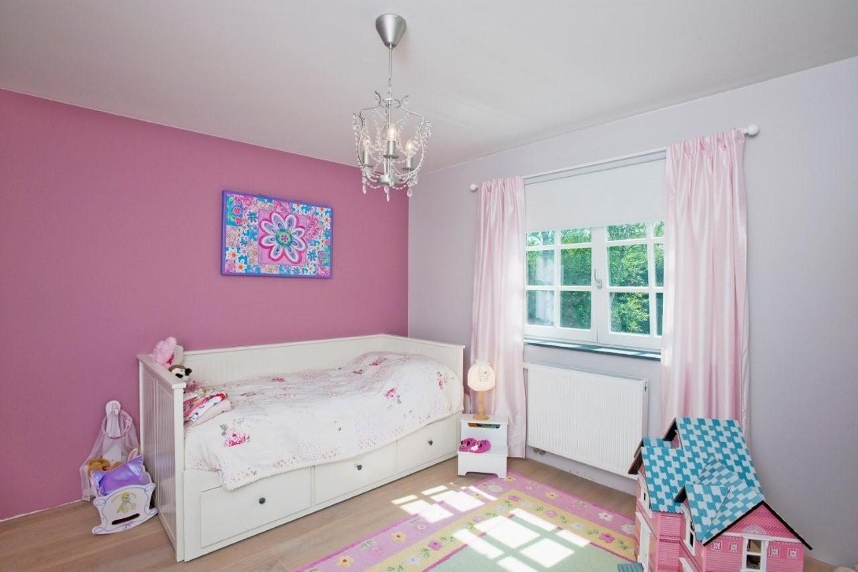 chambre fille blanche et rose chambre id es de. Black Bedroom Furniture Sets. Home Design Ideas