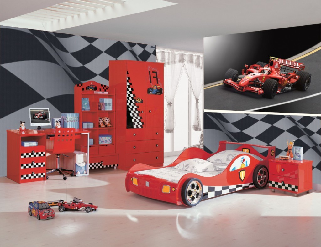 Chambre flash mcqueen cars chambre id es de d coration for Decoration maison automobile