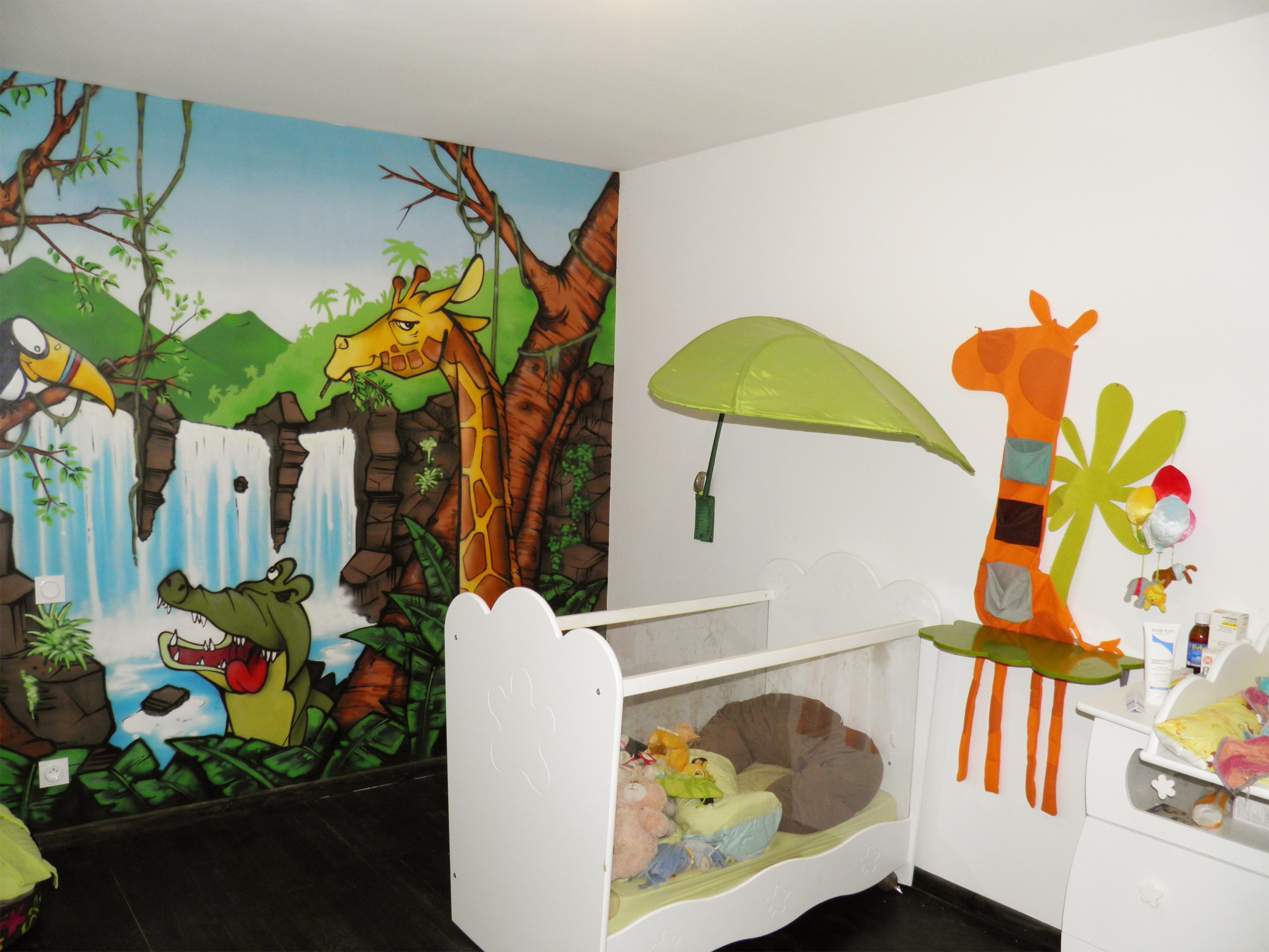Chambre jungle ikea for Decoration chambre fille