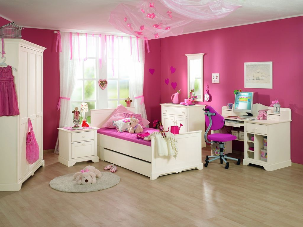 chambre petite fille 2 ans chambre id es de d coration. Black Bedroom Furniture Sets. Home Design Ideas