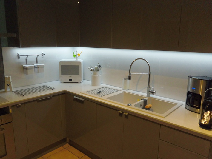 Eclairage Cuisine Led Ou Halogene Cuisine Idées De Décoration - Spot led meuble cuisine pour idees de deco de cuisine