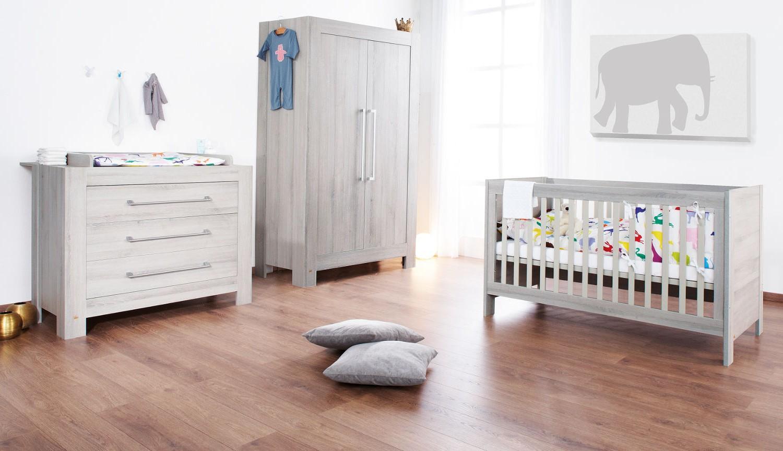Petite armoire pour chambre b b chambre id es de for Petite chambre de bebe
