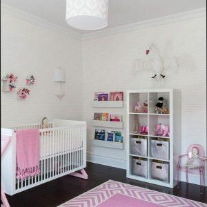 Tapis chambre vieux rose chambre id es de d coration for Tapis rose chambre bebe