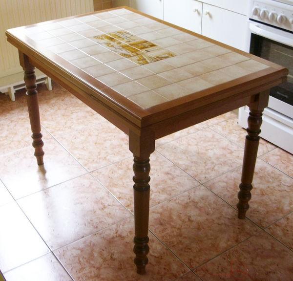 Table de cuisine carrel e cuisine id es de d coration for Cuisine carrelee