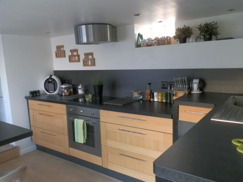 cuisine bois avec plan de travail noir cuisine id es de d coration de maison 56lg60pn30. Black Bedroom Furniture Sets. Home Design Ideas
