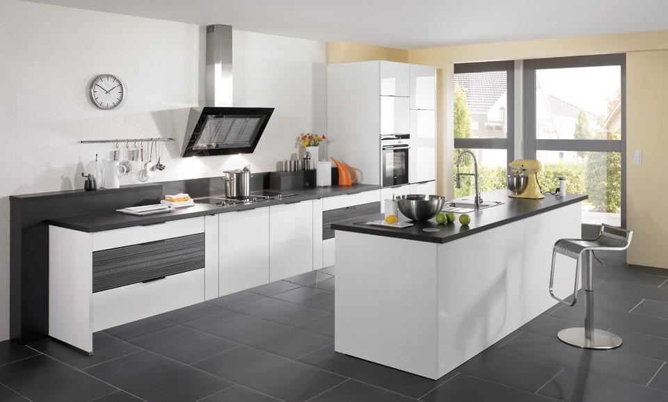 Carrelage cuisine blanc laqu cuisine id es de for Cuisine avec carrelage gris