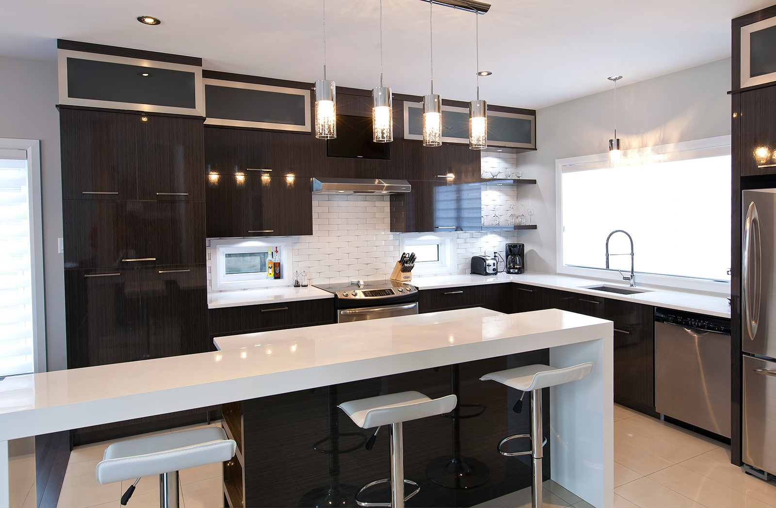 M6 deco cuisine noire cuisine id es de d coration de for Maison deco cuisine
