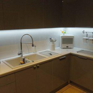 ruban led pour plan de travail cuisine uncategorized. Black Bedroom Furniture Sets. Home Design Ideas