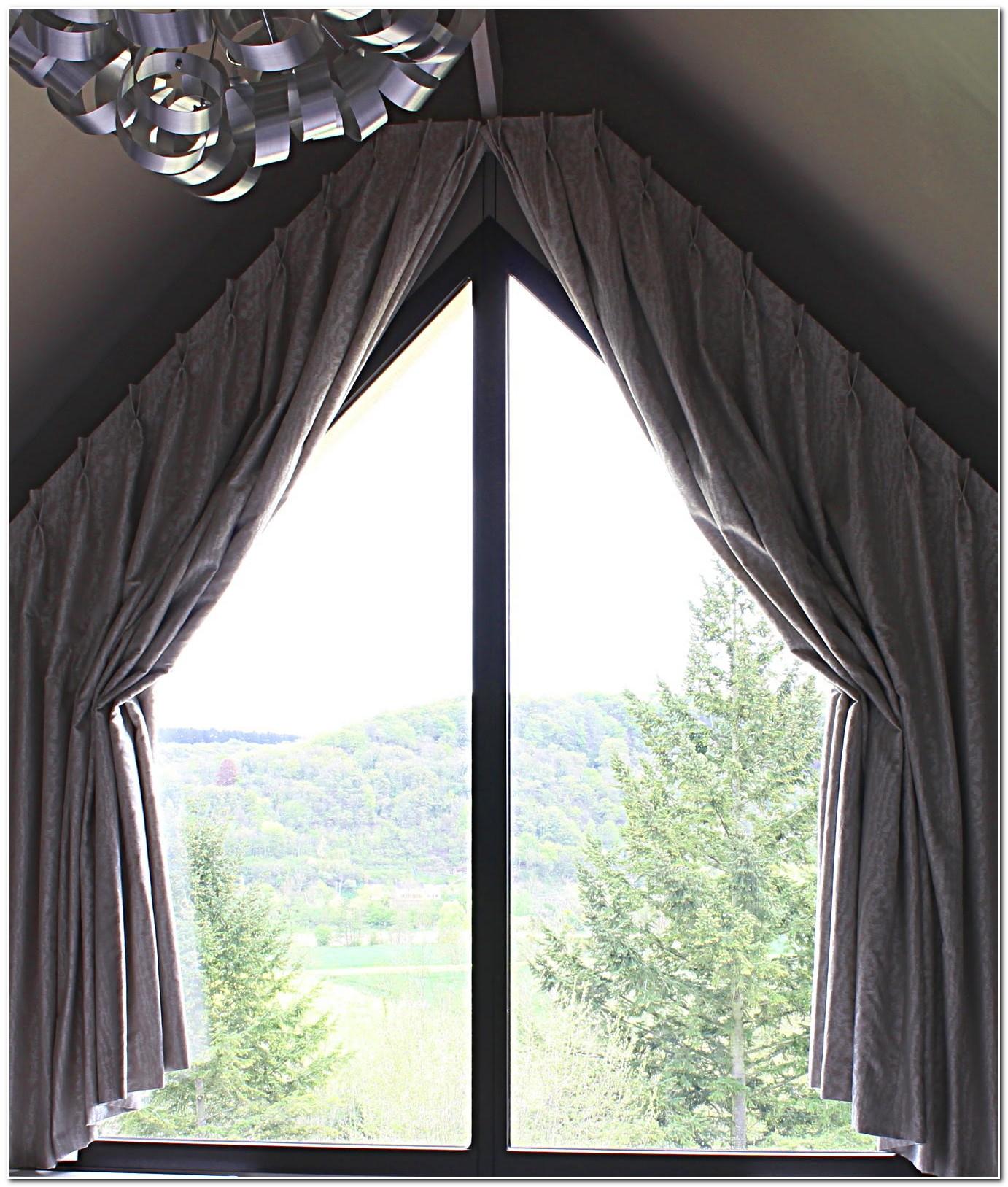 Rideaux pour fenetre triangulaire rideau id es de for Decoration maison rideaux fenetre